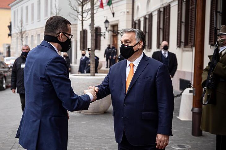 Fenntartják a vétót: Orbán Viktor és Mateusz Morawiecki a Karmelita kolostorban 2020. november 26-án.  MTI/Miniszterelnöki Sajtóiroda/Fischer Zoltán