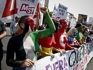 Óriási tüntetések várták a világ vezetőit