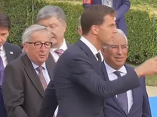 Juncker tántorog, Orbán dzsíájdzsózik: az év legbizarrabb videói a politikában
