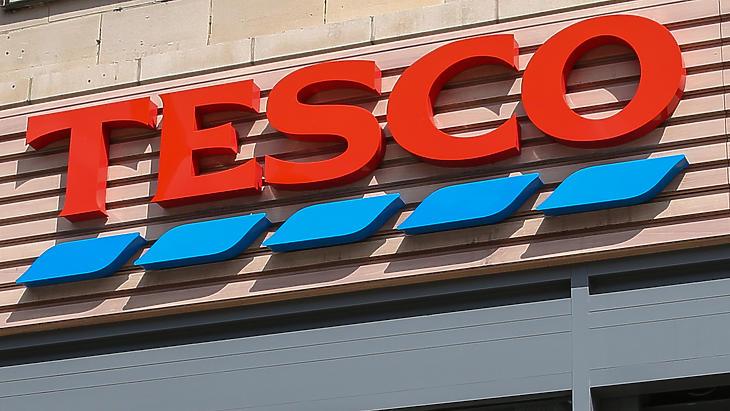 700 Tesco-alkalmazottat érint: nagy átszervezések kezdődtek a cégnél