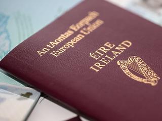 Brexit-öngól: rohamot indítottak az ír útlevélért a britek