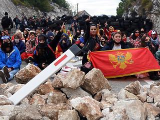 Moszkva és Belgrád veszélyes játszmába kezdett a Balkánon