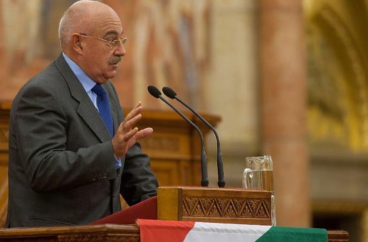 Martonyi János volt külügyminiszter is kapott jogosultságot. Fotó: MTI
