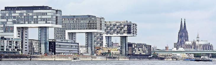 A legmodernebb irodaházak már környezettudatosan épülnek (forrás: pixabay.com)