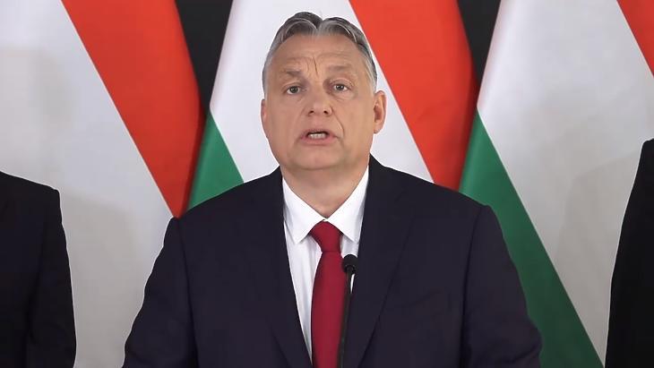 Orbán Viktor bejelenti a gazdaságvédelmi akciótervet 2020. április hatodikán. (Forrás: a magyar kormány Facebook-oldala)