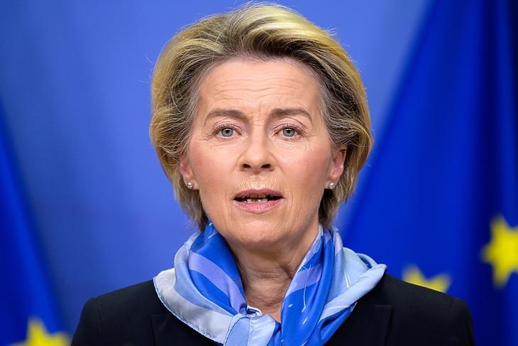 Karácsonyi ajándék: Ursula von der Leyen, az Európai Bizottság elnöke bejelenti az első vakcina engedélyezését 2020. december 21-én Brüsszelben. EPA/JOHANNA GERON