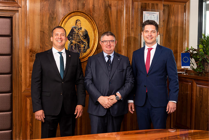 Az egyesülő bankok vezetői (balról): Lélfai Koppány (Budapest Bank), Vida József (Takarékbank), Balog Ádám (MKB). Fotó: bankok
