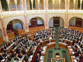 37,2 foknál magasabb lázzal már nem lehet belépni a parlament épüetébe