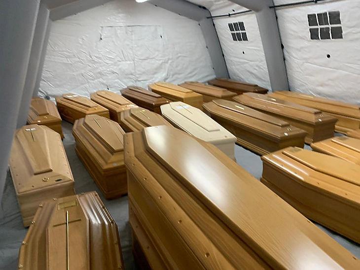 Koronavírus áldozatainak koporsói Olaszországban (Fotó: MTI/EPA-ANSA/Tiziano Manzoni)
