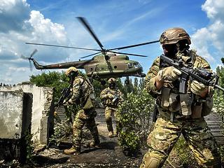 Ennyivel emelik a katonák fizetését – a kibertámadások ellen is plusz pénz jár