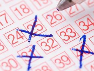 Egyes városok teljes ingatlankínálatát fel lehetne vásárolni a lottóötössel