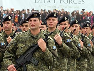Hadsereget akar Koszovó: a szomszéd már fegyverkezik