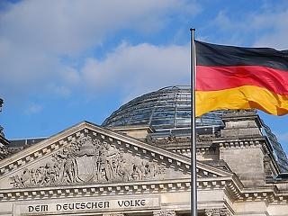 Német exit-poll: Weberék nehézkesen nyertek, hatalmasat mentek a zöldek