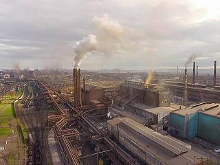 6,1 százalékos zuhanást hozott az iparunkban a korona-év