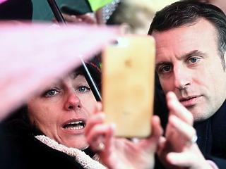 Megrendült Európa – Macron hevesen udvarol a Visegrádi Négyeknek