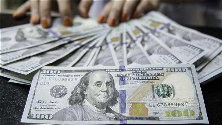 Nyakig úszik a világ az adósságban