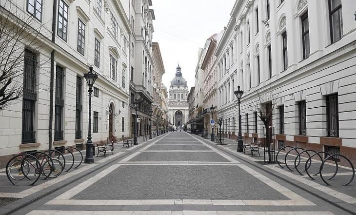 A budapesti belváros a kijárási korlátozás idején.