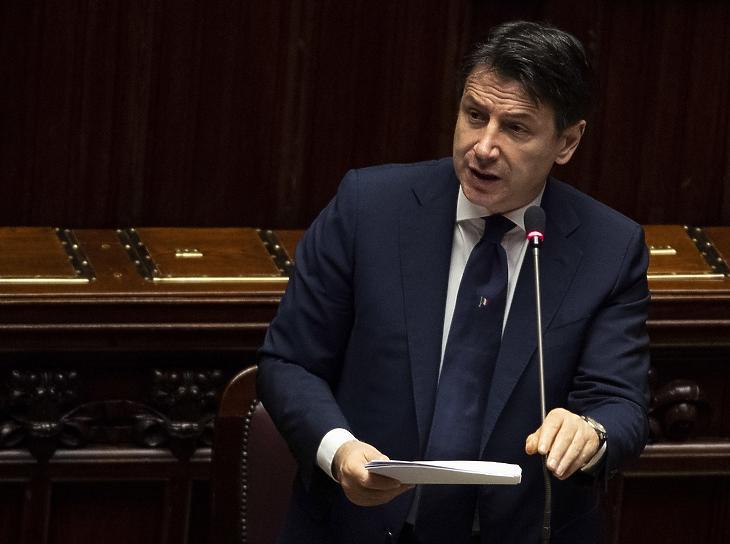 Giuseppe Conte olasz miniszterelnök a koronavírus-járvánnyal összefüggő kérdésekről beszél a parlament alsóházának római üléstermében 2020. április 21-én. Illusztráció. MTI/EPA/ANSA/Maurizio Brambatti