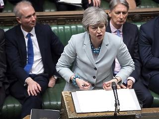 Madárnak nézte a brit miniszterelnök saját ellenzékét és az EU-t – érik a kirúgás