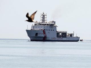 Újabb válság az olasz partoknál: nem engednek kikötni egy hajót