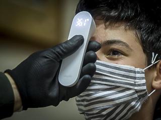 Csúcsokat döntenek a járvány-számok közvetlen térségünkben is