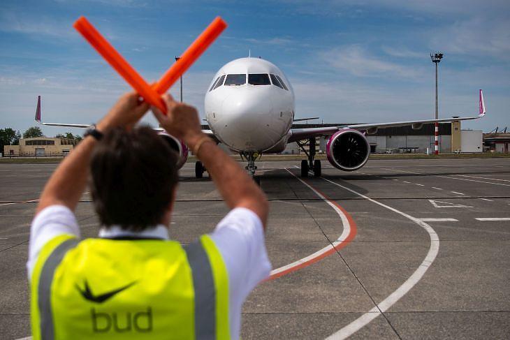 """Káros és szembe megy Orbán Viktor """"zöld"""" nyilatkozataival a belengetett reptérfejlesztési stratégia"""