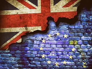 Óriási pofon a briteknek – két autógyár is leléphet, ha elbaltázzák a Brexitet