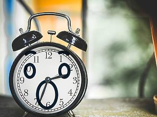 Vasárnap kevesebbet alszunk – megszűnhet valaha az óraátállítás?