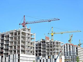 A nyár végén már életjeleket mutatott az építőipar