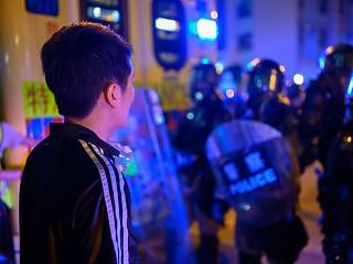 Kína gyakran a cégvezetésen keresztül tartja rövid pórázon a hongkongi demonstrálókat
