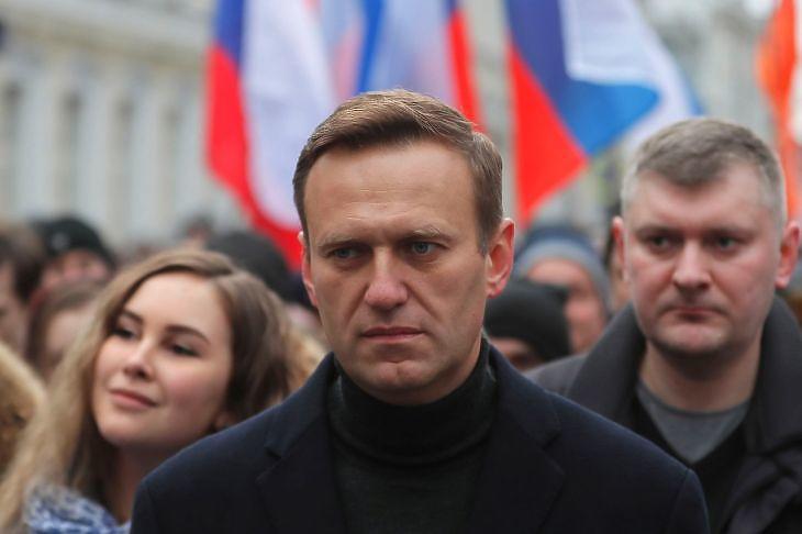 Alekszej Navalnij orosz ellenzéki vezér egy meneten Moszkvában 2020. február 29-én. A felvonuláson egy meggyilkolt ellenzéki politikusra, Borisz Nyemcovra emlékeztek. EPA/YURI KOCHETKOV