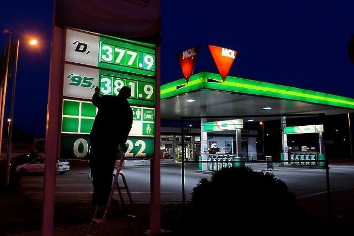 Hiába ment mentek fel az árak, nem csökken a benzin adója