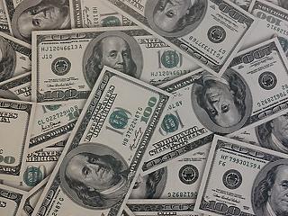 Csaknem három éves mélyponton a dollár