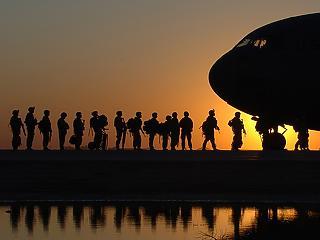 Irakban maradnak a magyar katonák