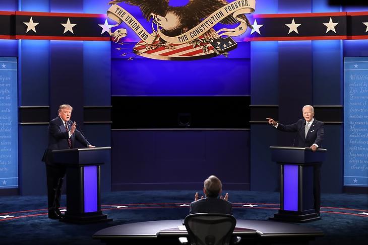 Donald Trump és Joe Biden első televíziós vitája Clevelandban 2020. szeptember 29-én. EPA/JIM LO SCALZO