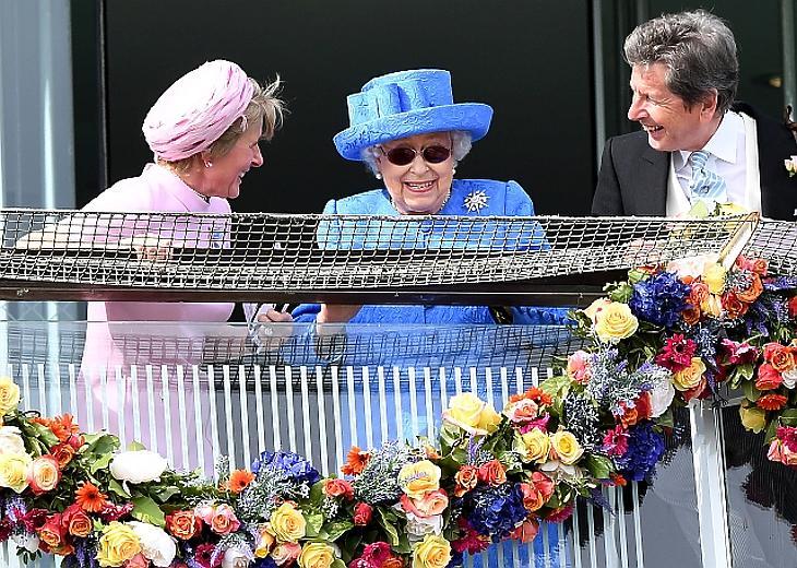 A nap képe: II. Erzsébet lelkes szurkolással töltötte a szombatot