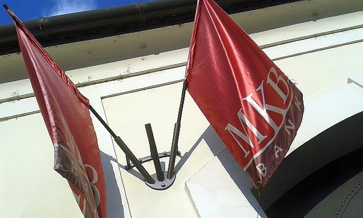Az MKB Bank tulajdonosainak áll a zászló. Fotó: MTI