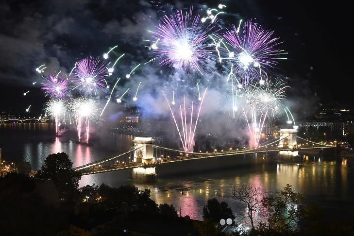 Utoljára ilyen volt. Tűzijáték Budapesten 2019. augusztus 20-án.(Fotó: MTI/Koszticsák Szilárd)