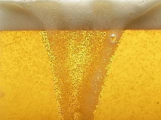 Kitört a fociláz: rengeteg sört iszunk