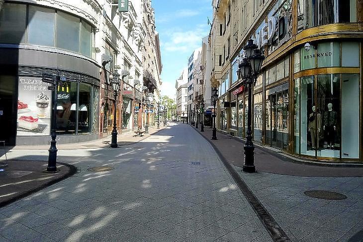 Ki menti meg a budapesti bevásárlóutcákat?