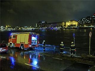 Elsüllyedt egy hajó a Margit-hídnál, heten meghaltak