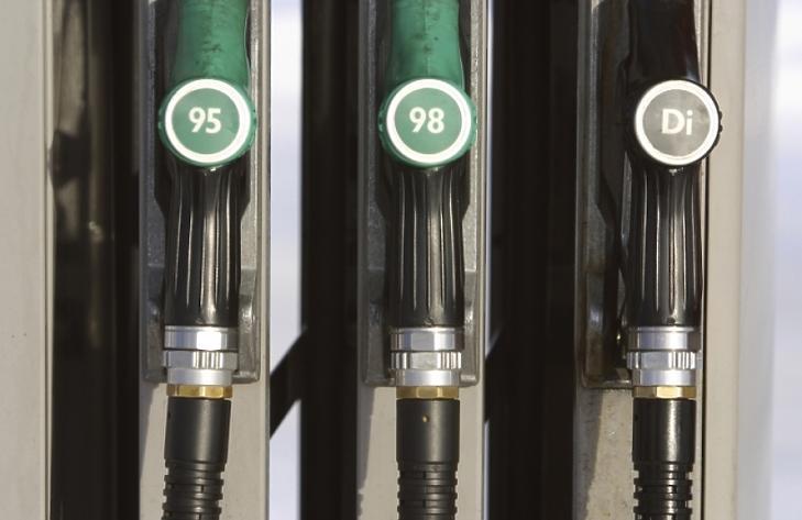 Most csak a benzinnel tankolók bosszankodhatnak. Fotó: depositphotos