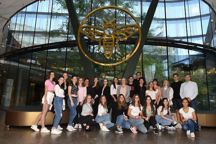 A diákversenyek legjobbjai a bécsi Erste Group campusán. Fotó: Bánkuti András