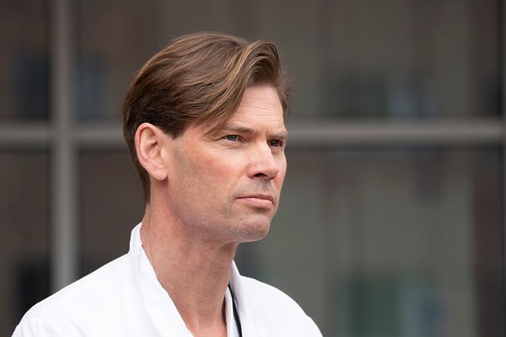 Pal Andre Holme a témában tartott sajtótájékoztatón Oslóban 2021. március 18-án. EPA/Terje Pedersen