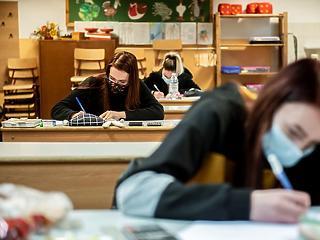 Iskolába nem mehettek, bankba pedig nem akartak menni a magyar fiatalok