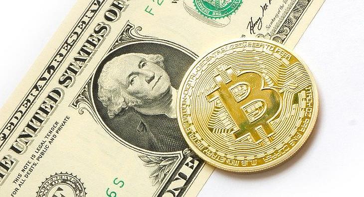 Bitcoin-emlékérme és dollárbankjegy