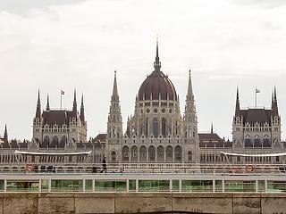Megvan az időpont, mikor alakul meg az új parlament – ez lesz az első lépésük