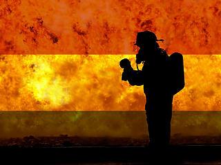 Megállították a magyar határon terjedő lángokat