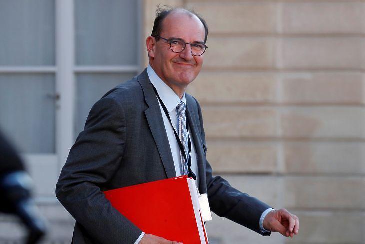 Jean Castex, még a karantén feloldásáért felelős kormánymegbízottként az Elysee Palota előtt Párizsban 2020. május 19-én. EPA/GONZALO FUENTES