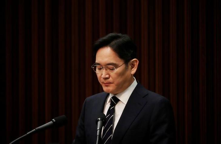 Bíróság elé kell állnia a Samsung vezérnek
